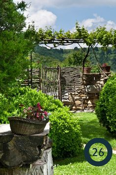 8 Cheerful Tips: Backyard Garden Landscape Tips And Tricks backyard garden fence awesome.Backyard Garden Deck How To Build backyard garden wedding trees. Wattle Fence, Garden Fencing, Garden Landscaping, Fence Gate, Garden Planters, Patio Fence, Balcony Gardening, Kitchen Gardening, Gravel Garden