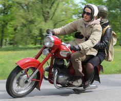 Fotka uživatele Miloň Dvořák. Old Bikes, Custom Motorcycles, Biking, Motorbikes, Garage, Iron, Vehicles, Classic, Model