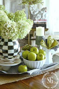 home.quenalbertini: 10 Tips for Timeless Decor - Accent colors | StoneGable