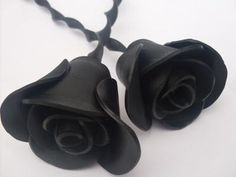 Old vinyl records reshaped into black roses - love this idea. Can not find the link to the artist or instructions. :(