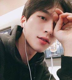 ▪ ulzzang boys and girls. Korean Boys Ulzzang, Cute Korean Boys, Ulzzang Couple, Korean Men, Ulzzang Girl, Ulzzang Style, Cute Asian Guys, Asian Boys, Asian Men