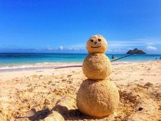 Sandy the snowman. I so want to do this when I go to the beach