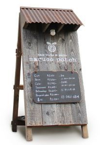 wood and white signage shop Signage Design, Cafe Design, Store Design, Menu Signage, Rustic Restaurant Design, Industrial Restaurant, Menue Design, Café Bar, Coffee Shop Design