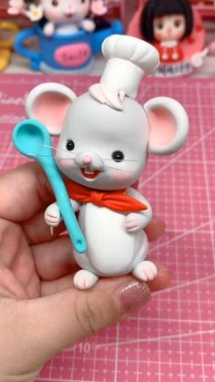Cute Polymer Clay, Cute Clay, Polymer Clay Crafts, Diy Clay, Polymer Clay Disney, Cake Topper Tutorial, Fondant Tutorial, Fondant Animals Tutorial, Cake Decorating Videos