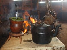 Brazilian Style Mate & Kettle by the fire. Yerba Mate, Rio Grande Do Sul, States Of Brazil, Water Into Wine, Keep Calm And Drink, Juice Drinks, My Land, Travel And Leisure, Farm Life