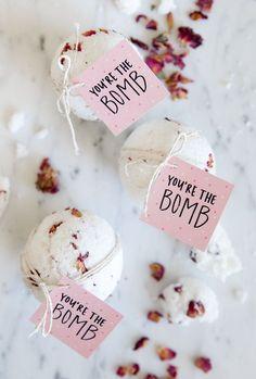DIY Valentine's Day BATH BOMBS!