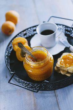 Un classico delle nonne e delle mamme, per merende, colazioni e crostate: la confettura di albicocche è un must, la adorerai!