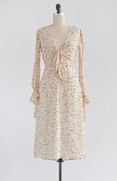 Feminine Vintage Inspired Dresses / Romantic Cream Floral Midi Dress / Poet from Bayeux Dress – Adored Vintage Vintage Skirt, Vintage Dresses, Vintage Outfits, Vintage Fashion, Tea Dresses, Bridal Dresses, Vintage Style, Pretty Prom Dresses, Pretty Outfits