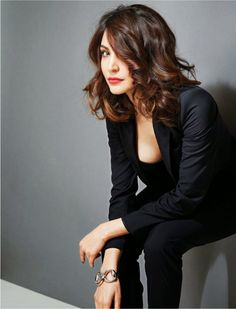 She has become a singer, a journalist, a wedding planner and a dance enthusiast in her onscreen journey in Bollywood. Actress Anushka Sharma says she. Indian Celebrities, Bollywood Celebrities, Bollywood Fashion, Bollywood Actress, Anushka Sharma, Virat And Anushka, Provocateur, Glamour, India Beauty