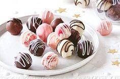 Tim Tam Baileys and Iced Vovo truffles recipe Edible Christmas Gifts, Christmas Desserts, Christmas Recipes, Christmas Ideas, Christmas Brunch, Christmas Candy, Christmas Stuff, Christmas 2019, Oreo Biscuits