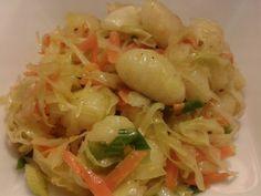 Kytičkový den - Gnocchi jsou kupované, jen uvařené v osolené vodě. Na kapce… Cabbage, Favorite Recipes, Vegetables, Cooking, Food, Per Diem, Baking Center, Veggies, Koken