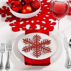 Set a beautiful Christmas dinner table with this Modern Cheer Collection. Includes place settings, flatware sets, tablecloths, serveware and more, all coordinated in matching style.