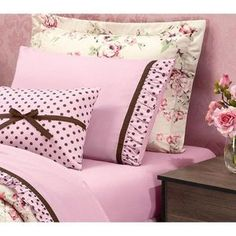 This Pin was discovered by AYŞ Sewing Pillows, Diy Pillows, Custom Pillows, Decorative Pillows, Bed Cover Design, Pillow Design, Shabby Chic Bedrooms, Quilt Cover Sets, Bed Covers