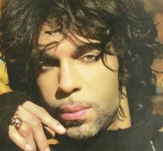 Prince Rogers Nelson he is so fine.i just want to cry when i look at him. then i realize we may never meet and i really start getting sad. Prince Rogers Nelson, Prince Purple Rain, Star Wars, Roger Nelson, Purple Reign, Music Icon, Soul Music, My Prince, Beautiful One