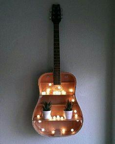 Beautiful decoration idea with an old guitar ^^- Wunderschöne deko idee mit Einer alten Gitarre ^^ Beautiful decoration idea with an old guitar ^^ - Diy Décoration, Easy Diy, Simple Diy, Guitar Shelf, Guitar Wall, Guitar Art Diy, Diy Guitar Stand, Diy Projects For Bedroom, Diy Bedroom
