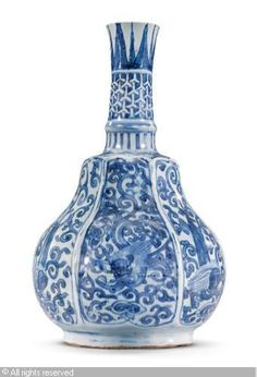 ming dynasty 1368-1644 china a blue-and-white kraak bottle