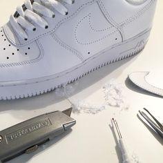 So nehmt ihr den Swoosh vom Nike Air Force 1 ab!