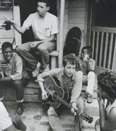 Bob Dylan playing in Greenwood, Mississippi, 1963 Bob Dylan, Janet Parker, Rosemary Kennedy, Nicole Eggert, Pete Seeger, Scott Baio, Favim, Mixed Media Artists, Vintage Photographs