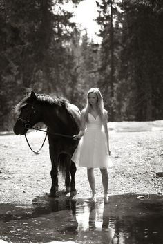 I want to do a photoshoot with my horse so bad.