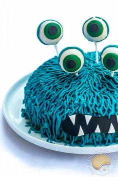 Gâteau d'anniversaire pour enfant monstre bleu (noix de coco, citron vert)
