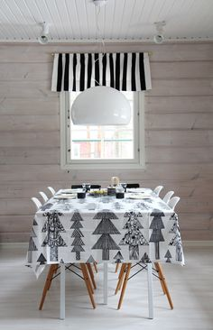 The Lab on the Roof: 25 Black and White Christmas Decor Ideas Marimekko, Modern Christmas, White Christmas, Home Interior, Interior Design, Deco Table, Scandinavian Home, Christmas Inspiration, Table Linens