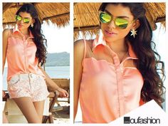 Ela tem tecido sofisticado e um toque elegante! A blusinha coral com transparência e brilho é desejo absoluto do verão!