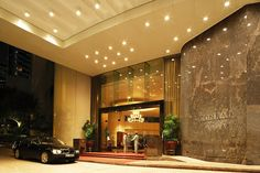 Conrad Hong Kong offers 5 star luxury while staying in Hong Kong. Enjoy your stay in this luxury Hong Kong hotel.
