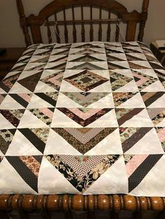 Does this hurt anyone eyes or just mine? 50 Gorgeous Concepts For Colchas Quilting, Quilting Projects, Quilting Designs, Amish Quilts, Easy Quilts, Small Quilts, Strip Quilt Patterns, Jelly Roll Quilt Patterns, Patch Quilt