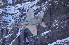 McDonnell Douglas - Boeing F-A-18C Hornet: http://tazintosh.com #FocusedOn #Photo #Aile #Wing #Axalp #Canon EF 100-400mm f/4.5-5.6L IS USM #Canon EOS 5D Mark II #Cockpit #Fuselage #Gouvernail #Rudder #Gouverne de profondeur #Elevator #McDonnell Douglas - Boeing F/A-18C Hornet #Montagne #Moutain #Moteur #Engine #Neige #Snow #Ondes de chaleur #Heat waves #Pilote #Pilot #Réacteur #Jet engine #Rocher #Rock #Verrière #Aircraft canopy