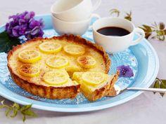 Ranskalainen sitruunatorttu maistuu vieraillekin. Torttu on parhaimmillaan leipomista seuraavana päivänä, joten sen voi hyvin tehdä jo etukäteen. Tarjoa...