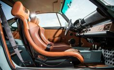 Singer Vehicle Design's Reimagined Porsche 911 interior photo