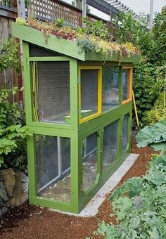 Rabbit hutch with 'green' roof of hardy succulents. From Jennifer Carlson's sustainable city farm garden, Seattle, Washington. Chicken Coop Garden, Chicken Coops, Bunny Hutch, Sustainable City, Sustainable Architecture, Residential Architecture, Contemporary Architecture, Living Roofs, Living Walls