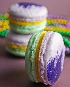 mardi gras macarons dessert for fat tuesday from Sprinkles Bakes. She used Martha Stewart recipe.need to check that one out.excited to try it on macarons. Mardi Gras Desserts, Mardi Gras Food, Mardi Gras Carnival, Mardi Gras Party, Pear And Almond Cake, Almond Cakes, Macarons, Dessert Blog, Dessert Table