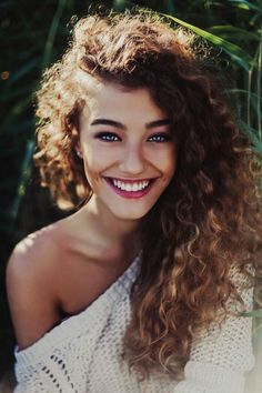 Side-swept, long hairstyle with natural curls—so gorgeous!