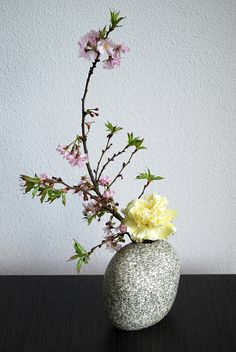 Ikebana 'Two sweet' by Otomodachi, via Flickr
