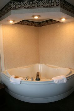Romantic Lighting ___Gorgeous corner jacuzzi with bowl shaped bottom and drop down ceiling with dimming lights. Corner Jacuzzi Tub, Corner Bath, Jacuzzi Bathtub, Bath Tub For Two, Drop Down Ceiling, Home Goods Decor, Best Bath, Dream Rooms, Beautiful Bathrooms