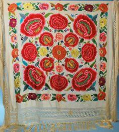 Fotos de  Manton de Manila Antiguo de seda bordado a mano en perfecto estado