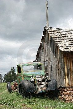 Old Pickup Trucks, Farm Trucks, Cool Trucks, Chevy Trucks, Antique Trucks, Vintage Trucks, Antique Cars, Country Barns, Old Barns