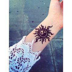 Henna yin yang sun s Pretty Tattoos, Cute Tattoos, Body Art Tattoos, Small Tattoos, Tatoos, Arte Mehndi, Mehendi, Sister Tattoos, Friend Tattoos