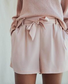 Minimalistic pink outfit Grapefruit pink shorts and a pink sweater. Fashion Mode, Ethical Fashion, Look Fashion, Womens Fashion, Minimal Fashion, Minimal Clothing, Feminine Fashion, Pink Outfits, Summer Outfits