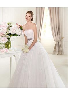 DELICATE TULLE SATIN STRAPLESS NECKLINE BALL GOWN WEDDING DRESS WITH LACE APPLIQUES BEADINGS FORMAL PROM PARTY