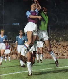 Chelsea 0 West Ham 0 in Aug 1963 at Stamford Bridge. Action from the 1st Division encounter.