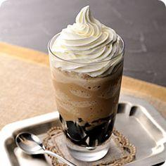 レシピ説明:自宅で簡単!つるんとしたコーヒーゼリーののど越しと「ネスカフェ ゴールドブレンド コク深め ポーション 無糖」が香るコーヒーのシャリシャリ食感フローズン☆