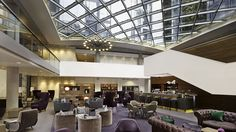 DoubleTree by Hilton Hotel London - Lobby Bar under glass atrium roof