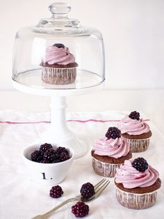 devil's food cupcakes with black tea & blackberry buttercream Tea Recipes, Cupcake Recipes, Sweet Recipes, Dessert Recipes, Love Cupcakes, Yummy Cupcakes, Buttercream Cupcakes, Mini Cakes, Cupcake Cakes
