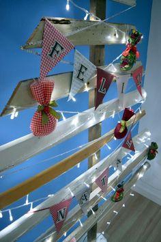 """Detalhe: Plaquinha de """"Feliz Natal"""" feita com papel scrap."""