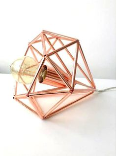 Himmeli light cage table lamp using copper piping Lampe Rose, Geometric Lamp, Deco Luminaire, Lite Brite, Industrial Metal, Industrial Style, Design Industrial, Copper Rose, Rose Gold