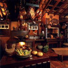 Cozinha com fogão a lenha e mobiliário rústico - lindo! (Kitchen with wood stove and rustic furnishings - beautiful! Brazil)
