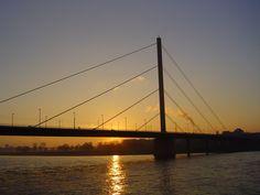 Oberkassler-Brücke mit Blick auf andere Rheinsiete