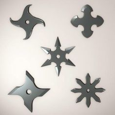 SUIRIKEN ,They are throwing leaves in different ways (knives, stars, etc), made ​​in steel (initially wood) and sharp edges, which are smeared by the need for more effective poison because its main use was the distraction (no poison).